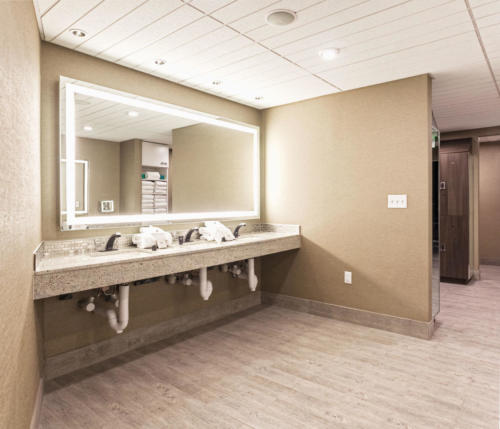 Locker Room - Aqua Spa - Atlantic City - FantaSea Resorts